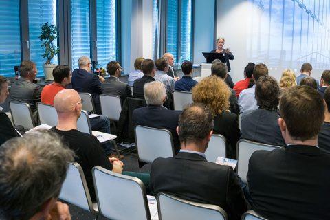 Foto von Sandra Gehling, Geschäftsführende Gesellschafterin der RDS Consulting GmbH begrüßt die Teilnehmer auf dem RDS#TAG 2017