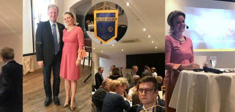 Das Bild zeigt Frau Gehling bei Ihrem Vortrag im Lions Club